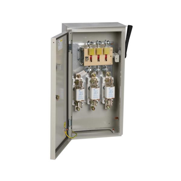 Ящик с рубильником и предохранителями ЯРП-250А 74 У1 IP54 IEK