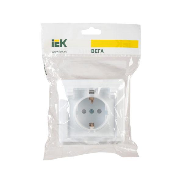 Розетка 1-местная РСбш10-3-ВБ с заземляющим контактом с защитной шторкой и крышкой 16А IP44 ВЕГА белый IEK